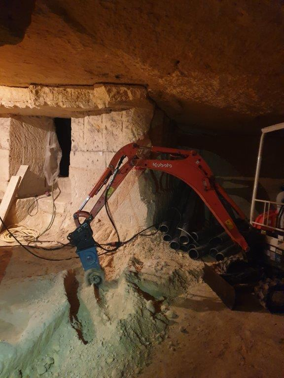 Une fraise C2 dans les caves de Saint-Emilion